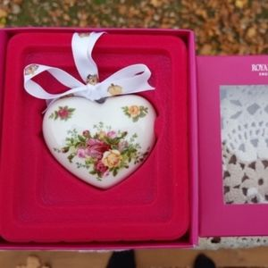 NIB Royal Albert Roses Heart Christmas Ornament